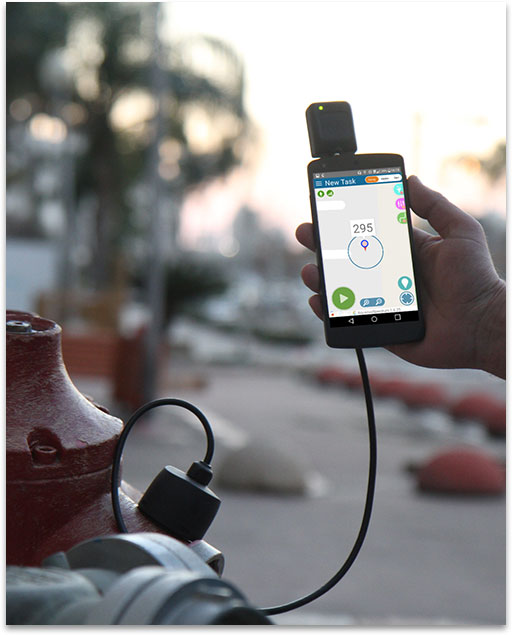 leakfinder-being-used-in-field.jpg