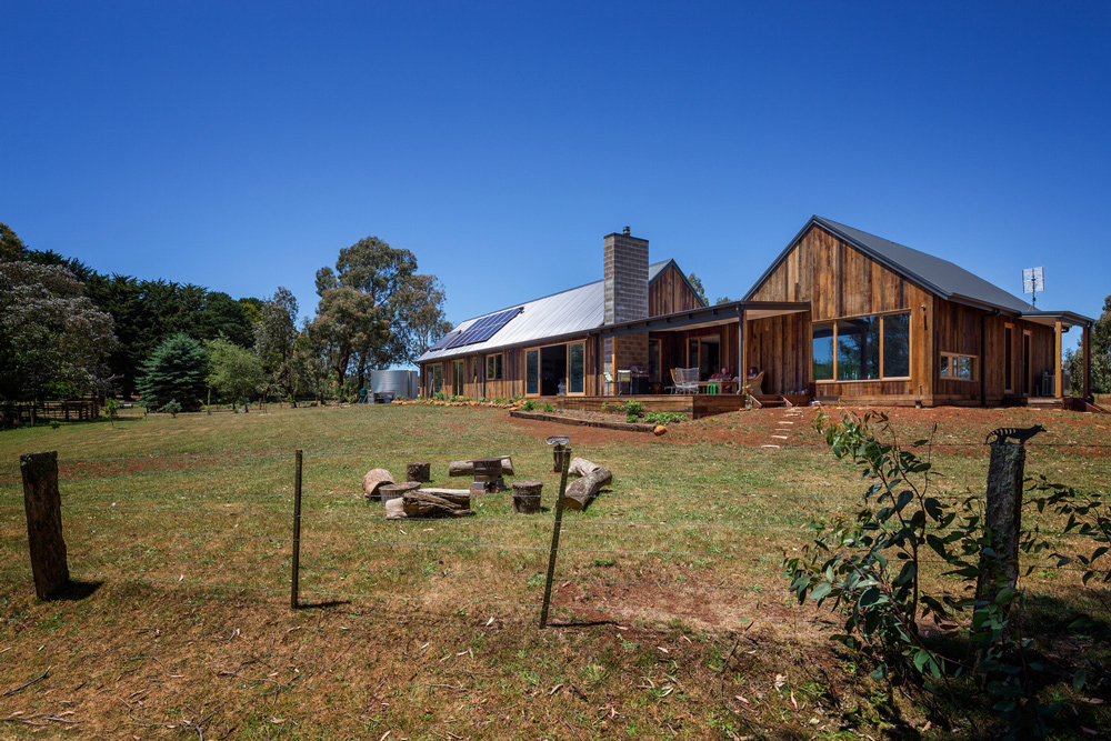 100% sustainable home,autonomous building,no bills home,off-the-grid homes