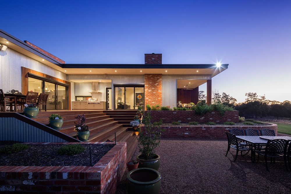 corrugated+iron+home,+recycled+brick+house,+spotted+gum+timber.jpg