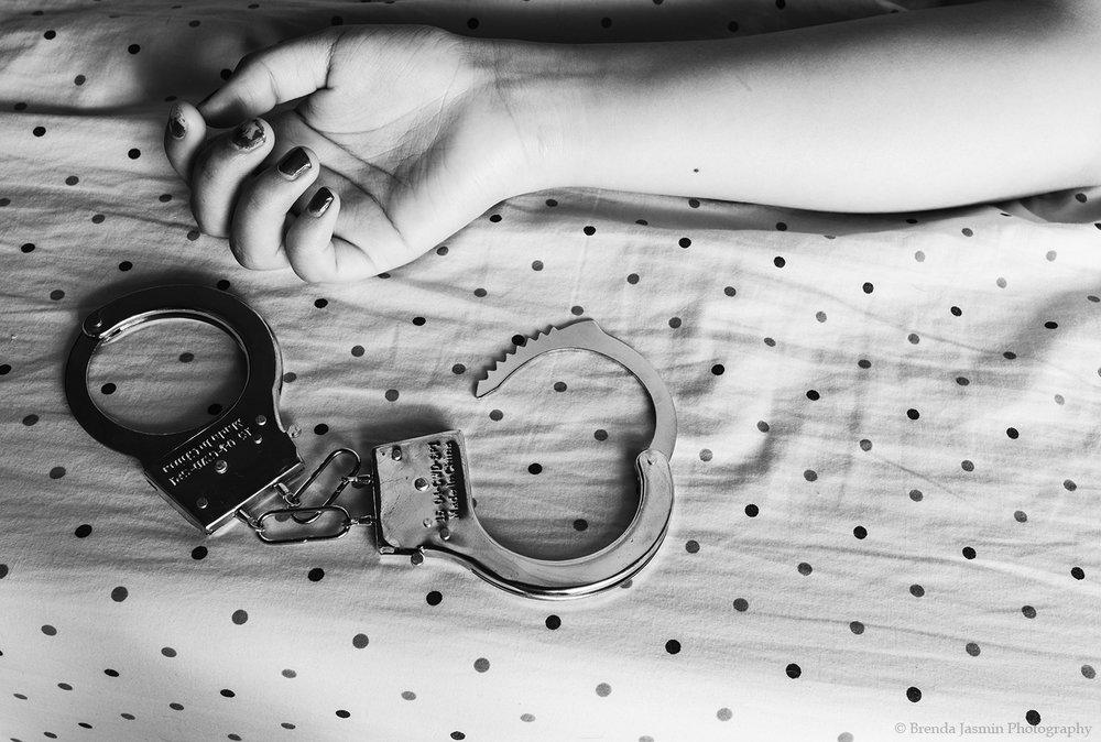 Hand_Cuffs-F.jpg