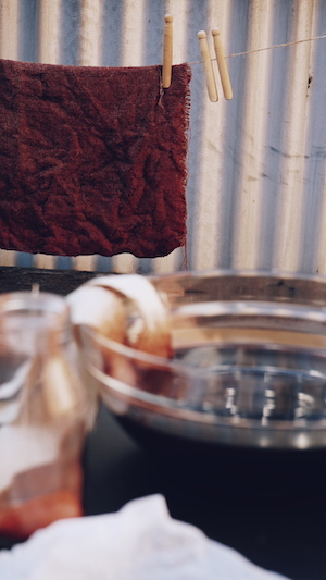Dyeing hessian using Camwood alkaline dye solution