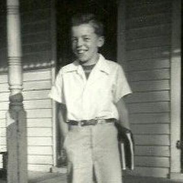 John Thomas: Jennifer's father at age 10