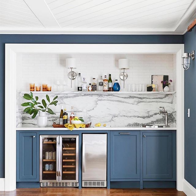 Who's loving this gorgeous wet bar ☝️🍸🍾 The solid slab backsplash brings everything together beautifully. 👌 The colours and finishes are simple, fresh and eye popping. ・・・ @bedrosianstile @em_henderson . . 🏡❤️👨‍👩‍👧 . . #renovations #interiordesign #local #architecture  #realestate #houseflipping #yqr #yxe #sask #saskhouseflippers #houseflippin #smallbusiness #casaluka #yxerealty #yqrrealty #home #saskrealestate #flippinghouses #flippingout #smallbusiness #entrepreneur #family ・・・
