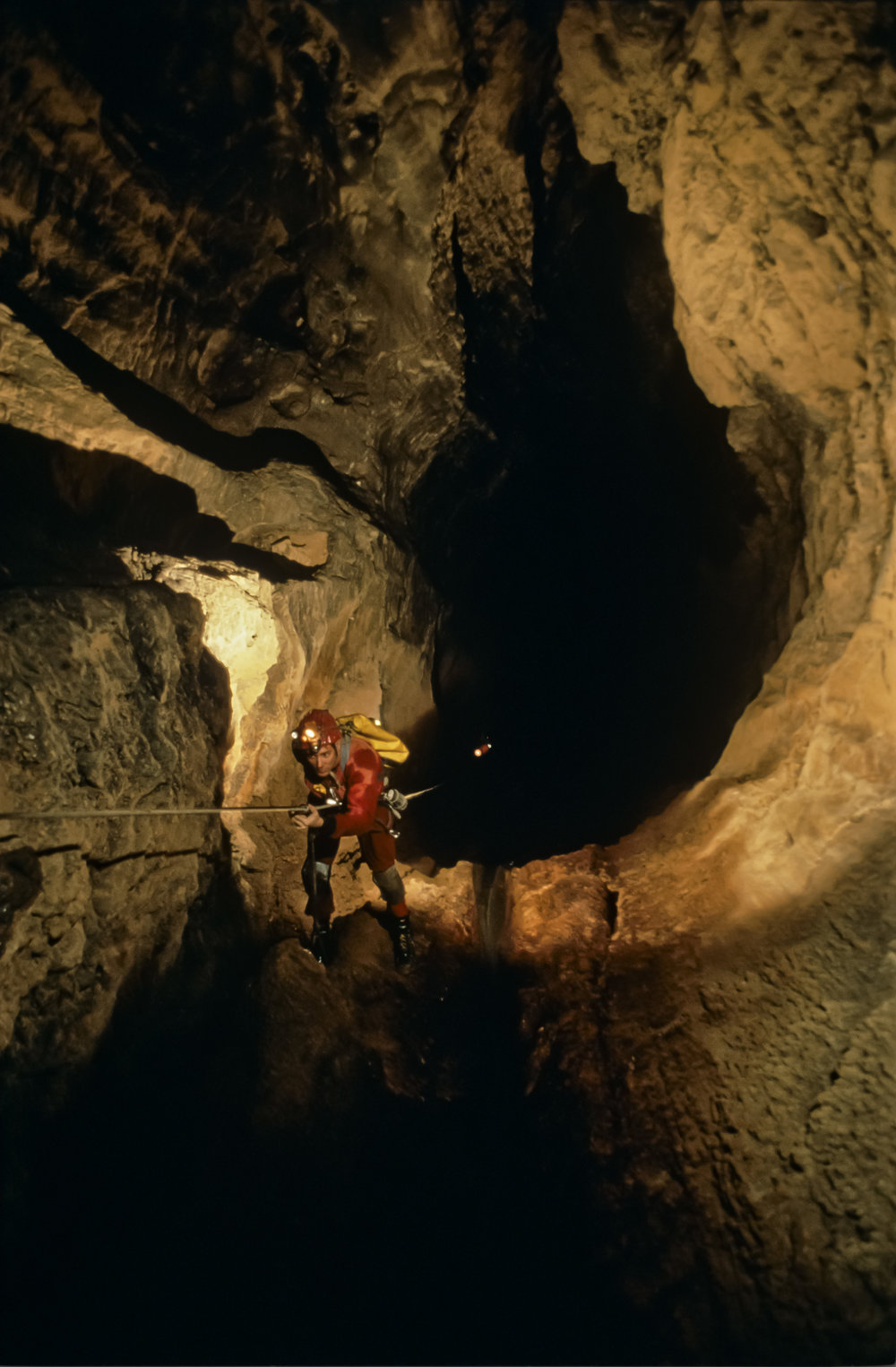 Noel Sloan descends the first pitch of the 100m Shaft. Photo by U. S. Deep Caving Team/Wes Skiles.