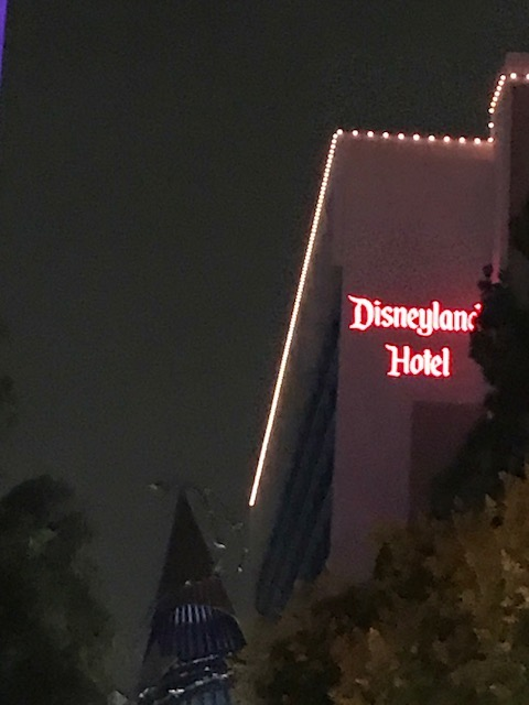 disneylandhotel.JPG