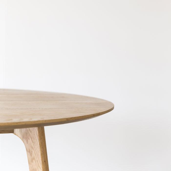 Skye_Table_Round_Oak_Corner3_Web_Project82.jpg