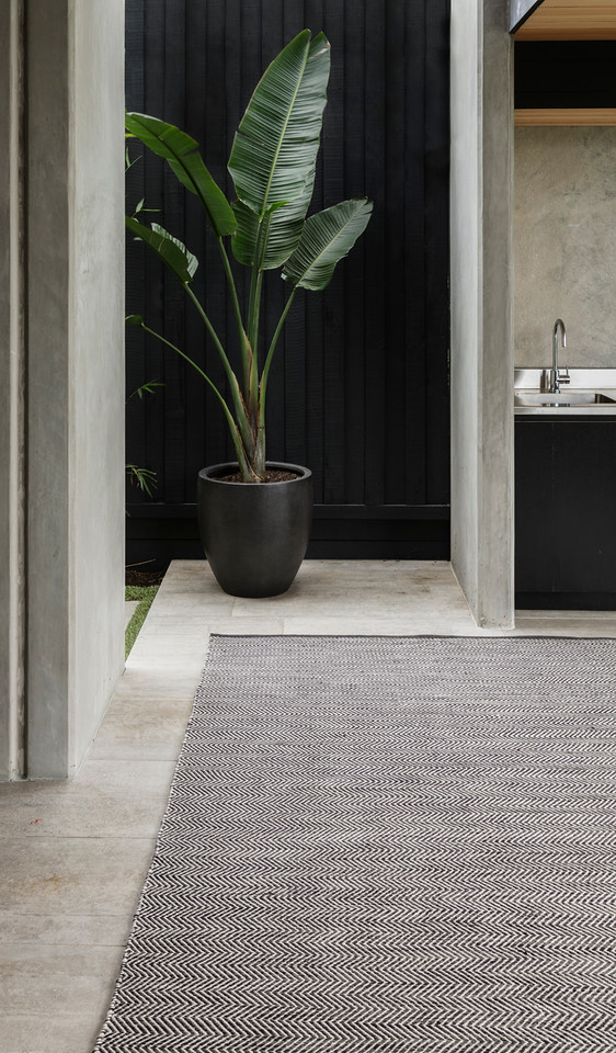 Armadillo_Rugs_IndoorOutdoorCollection_QuillWeave__BasaltFog_Insitu01-X2.jpg