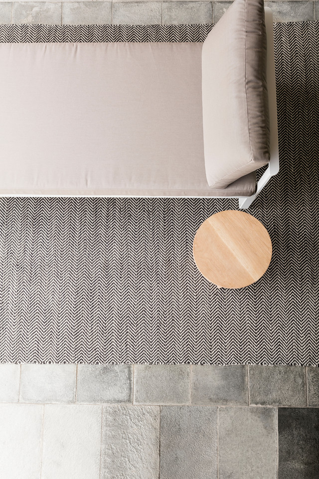 Armadillo_Rugs_IndoorOutdoorCollection_QuillWeave_BasaltFog_Insitu_Project82.jpg
