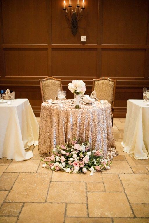 Pinterest inspiration: Glam vintage sweetheart table with a sequin gold table linen