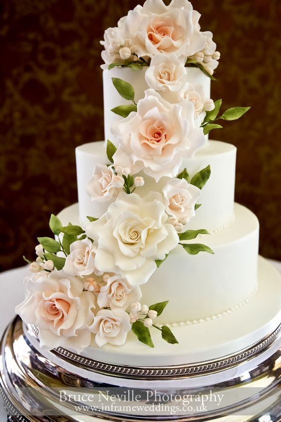 Pinterest inspiration: Meaghan loved the idea of a cake that would feature her flowers