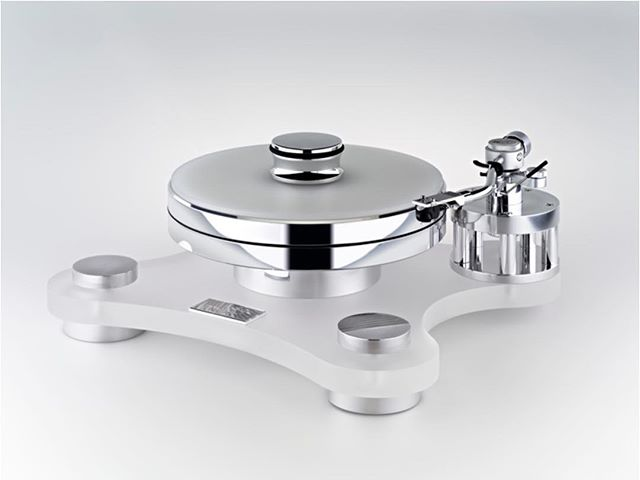 Love the minimalist looks of this Transrotor Turntable...wonder if it sounds as good :)⠀ ⠀  #vinyl #records #vinylcollection #vinyljunkie #recordcollection #recordcollector #vintage #vinylcommunity #vinylporn #audiophile