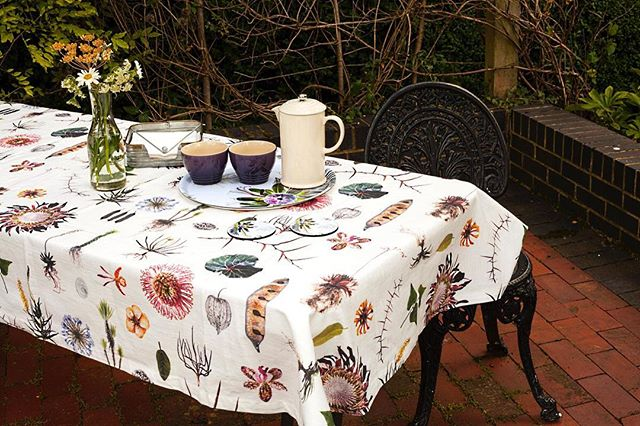 How to do afternoon tea in style.... #styleitout #afternoontea #summerishere☀️ #botanicaldesign #clintonfriedman #englishgarden #southafricandesign #loveyourgarden #indooroutdoorliving #homesandgardens #beautifulhomes #alfrescoliving #outdooraccessories www.jalu.co.uk
