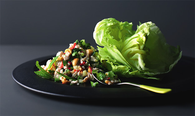 Nice and spicy Thai minced chicken salad (Larb Gai)