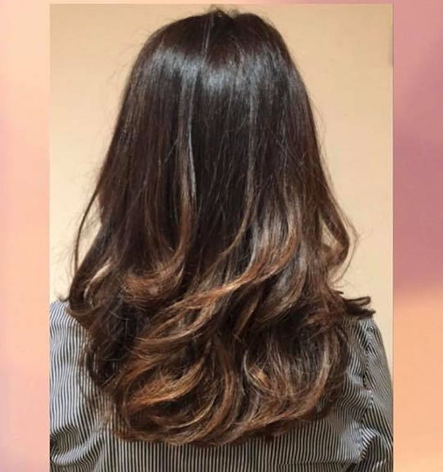 🎨 Fabulous results in the salon today,beautiful balayage leaving a soft sun kissed brunette effect. 🎨 ☀️ Total look by our lovely senior stylist Kelly! 💝#balayage #mochabalayage #shinyhair #lorealprouk Swipe for before pics 💇🏼♀️