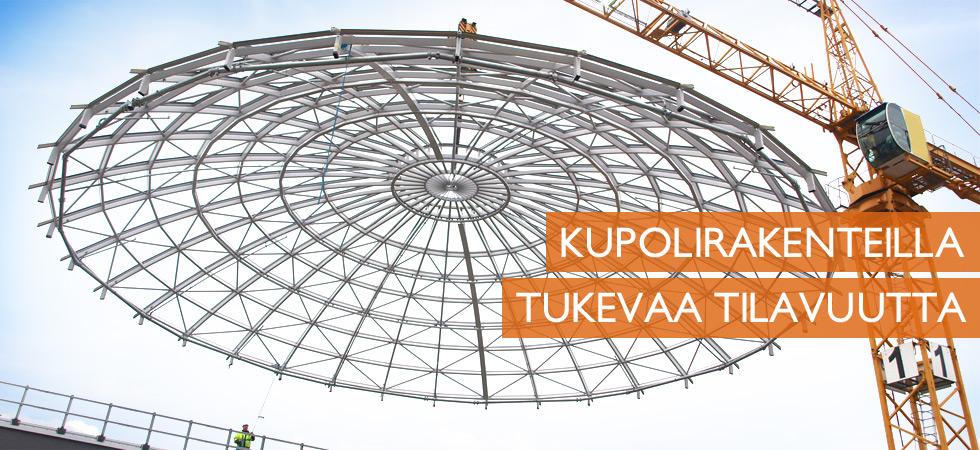 Isoin valmistamamme kupolikattorakenne asennettavana Hämeenlinnan kauppakeskukseen. Samalle rakenteelle pohjautuvat omat tuotteemme Ympyrämaneesi ja muut Ympyrähallit.