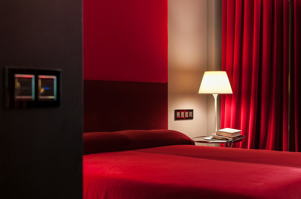 RED-BEDROOM-BARCELONA.jpg