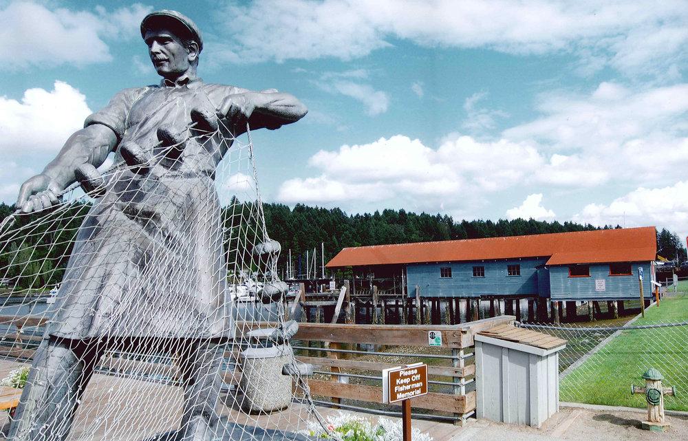 Fishermen's Memorial & SKANSIE NETSHED.jpg