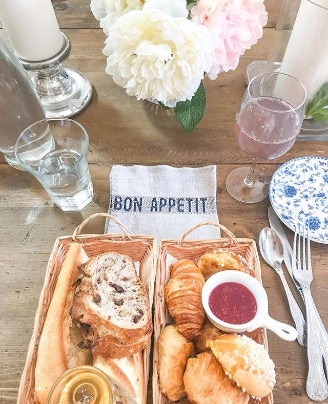 🥐The cutest French bakery in Georgetown 🥐⁣ .⁣ .⁣ .⁣ .⁣ .⁣ .⁣ .⁣ .⁣ .⁣ .⁣ .⁣ #georgetown #frenchbakery #washingtondc #boulangerie #carbheaven #🥐 #carbs #recoveringcarboholic #frenchpastries #croissant #brunchsohard #carbsarelife #carblover #brunchspread #onthetable_project #tablesituation #eatingfortheinsta #appetitejournal #eeeats #foodinsta #georgetowndc #dclifestyle #goodvibes #hungrybetches #foodgasm #heresmyfood #foodie #liveauthentic #dclife