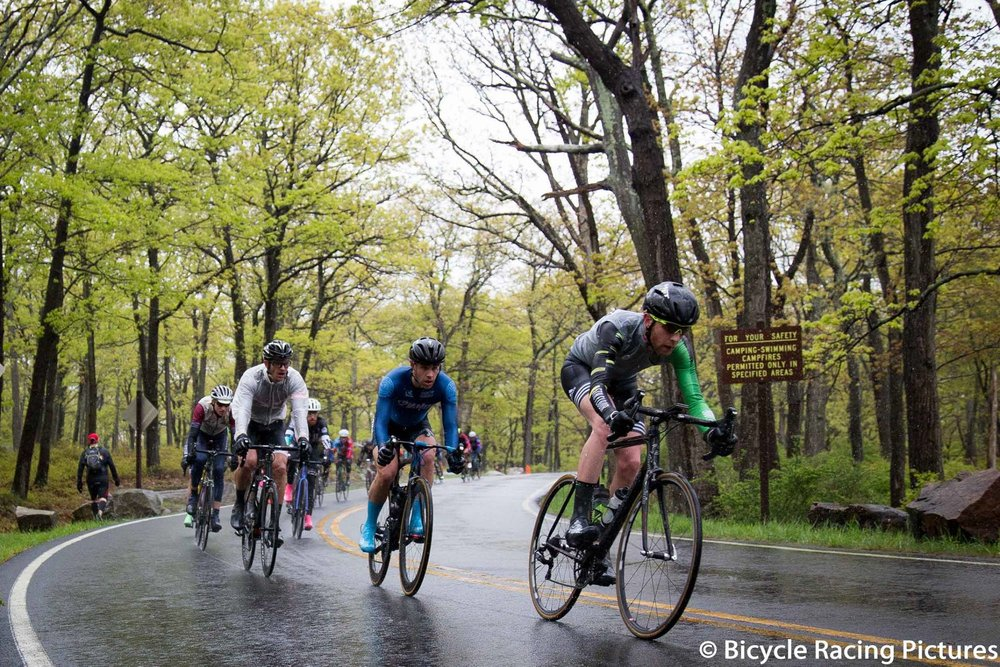 Front of the M3 race coming over the main summit of Tiorati - though several rollers still await them before they hit Seven Lakes Drive.