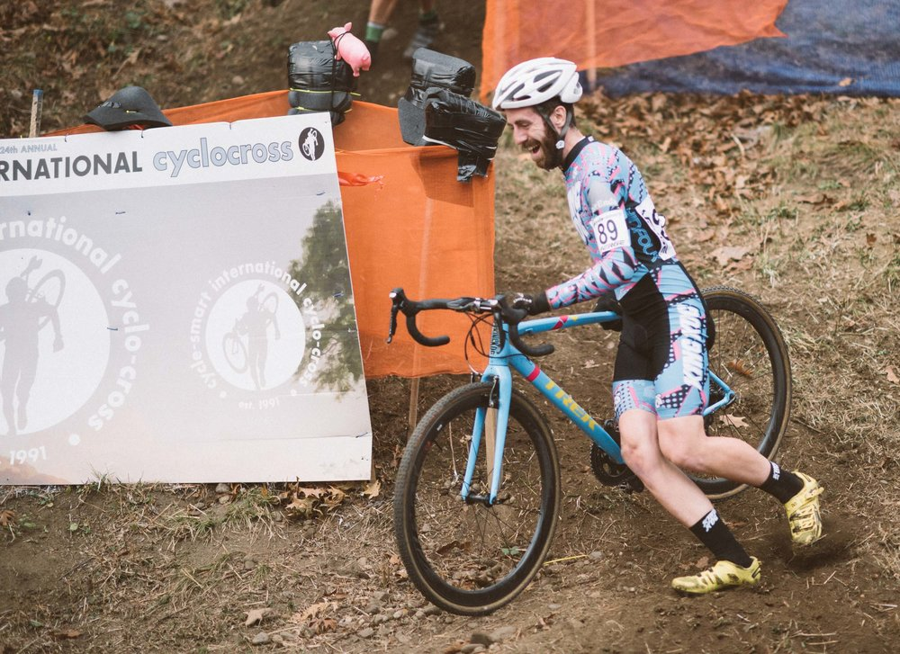 Keith in action in the elite field, captured shortly after a run in with the barriers at Noho CX 2015 (see  the full race report )