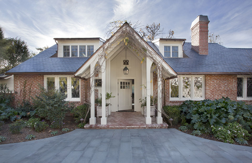 Los Angeles architect  Tim Barber Ltd.  renovated this  Colonial Revival residence in Pacific Palisades.