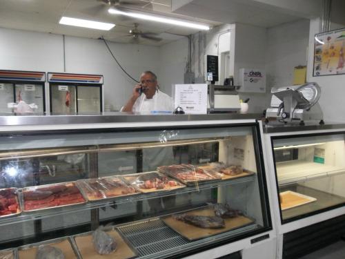 2-Butcher-Halal-Meet-Pak-Halal-12259-W-87th-St-Parkway-Lenexa-KS-66215.jpg