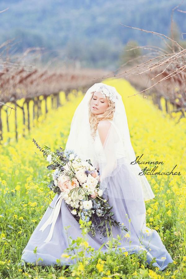 napa-bride-crescent-bouquet.jpg