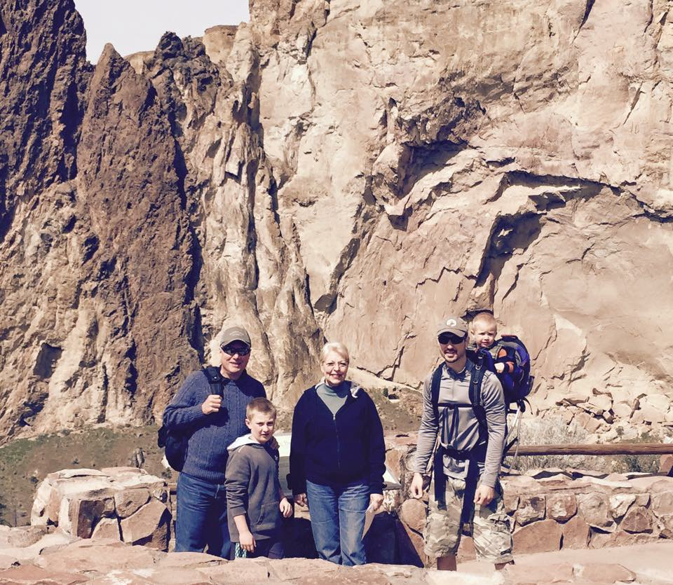 Smith Rock hike with the familia