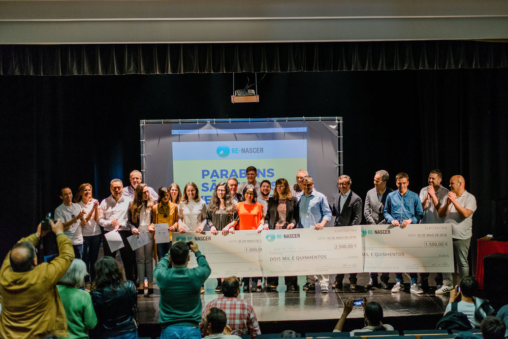 Participants at the final Re-nascer Challenge business pitch event. The winners of the business pitch contest received prizes that totaled 5,000 euros.