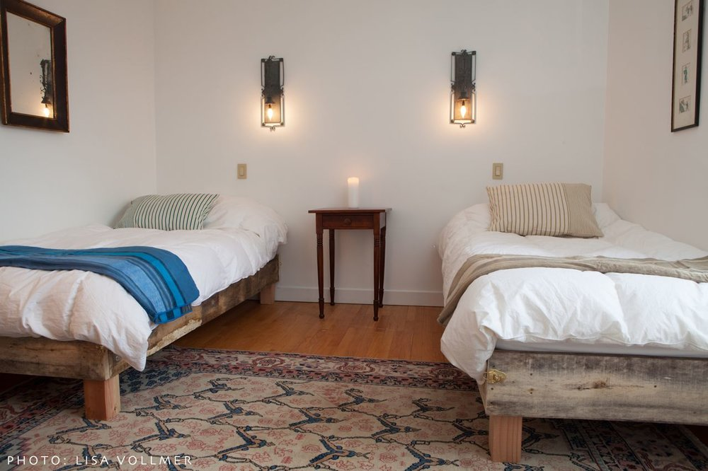 Twin beds in Race Mountain House's upstairs bedroom