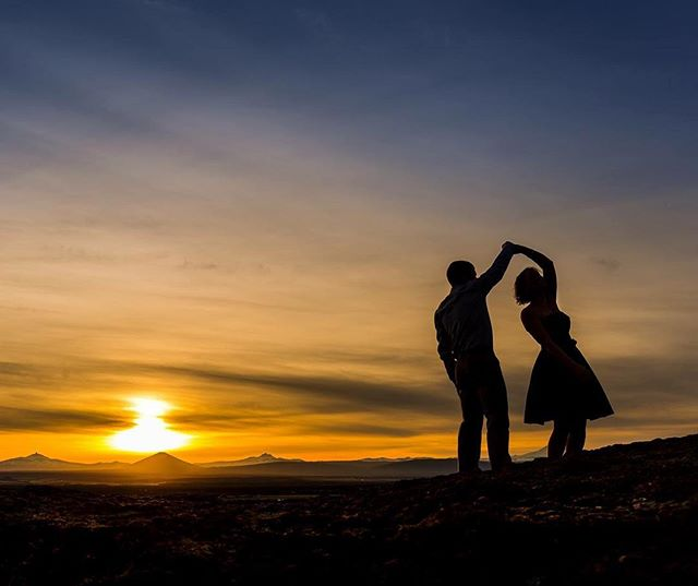#sunset_love 😍 I am in the mood for a mountain engagement session!! Any volunteers? 😻🌅 #casabayphotography
