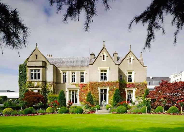 Ballymacscanlon Hotel