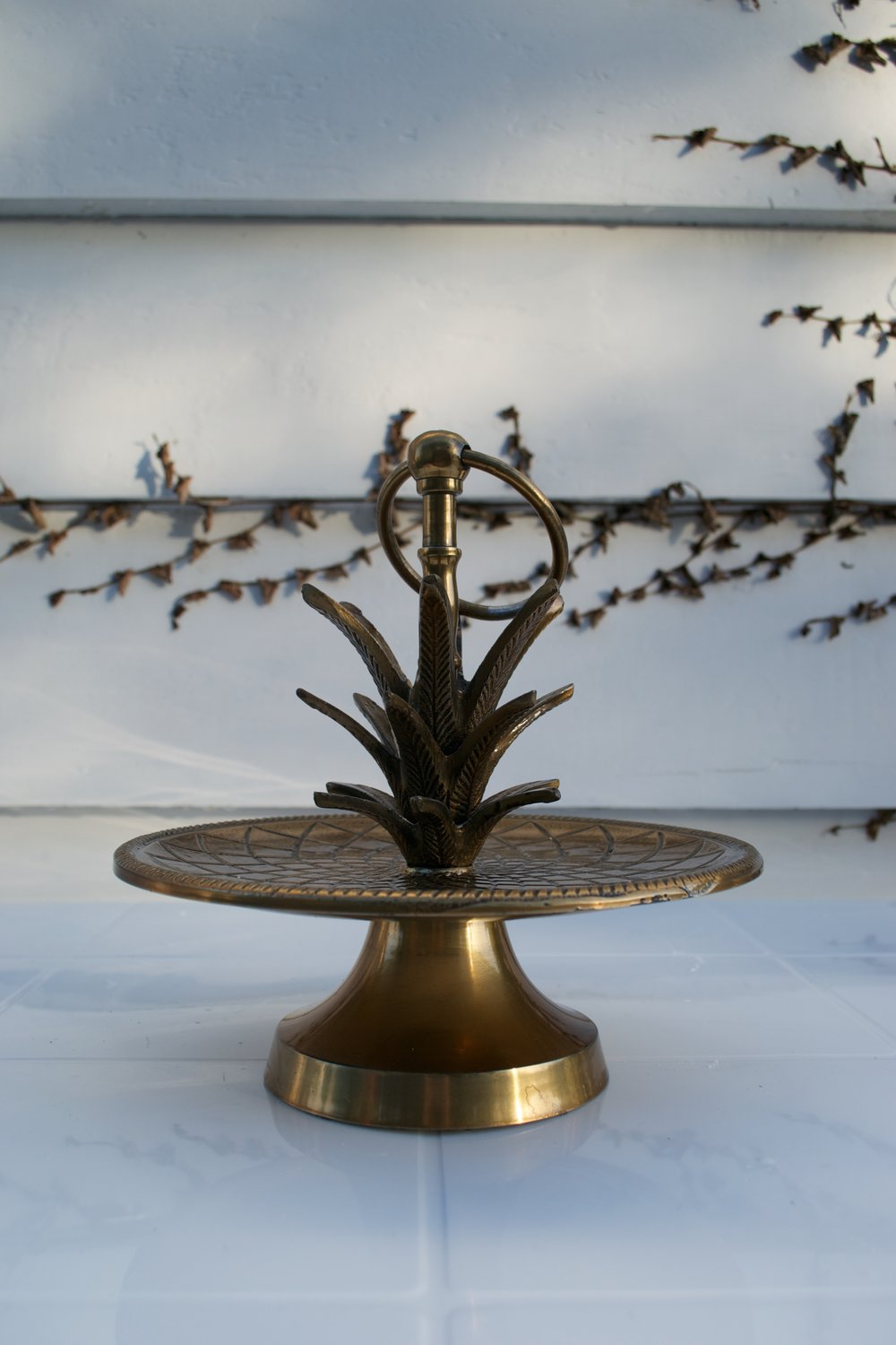 gold pineapple cake stand x1 $10