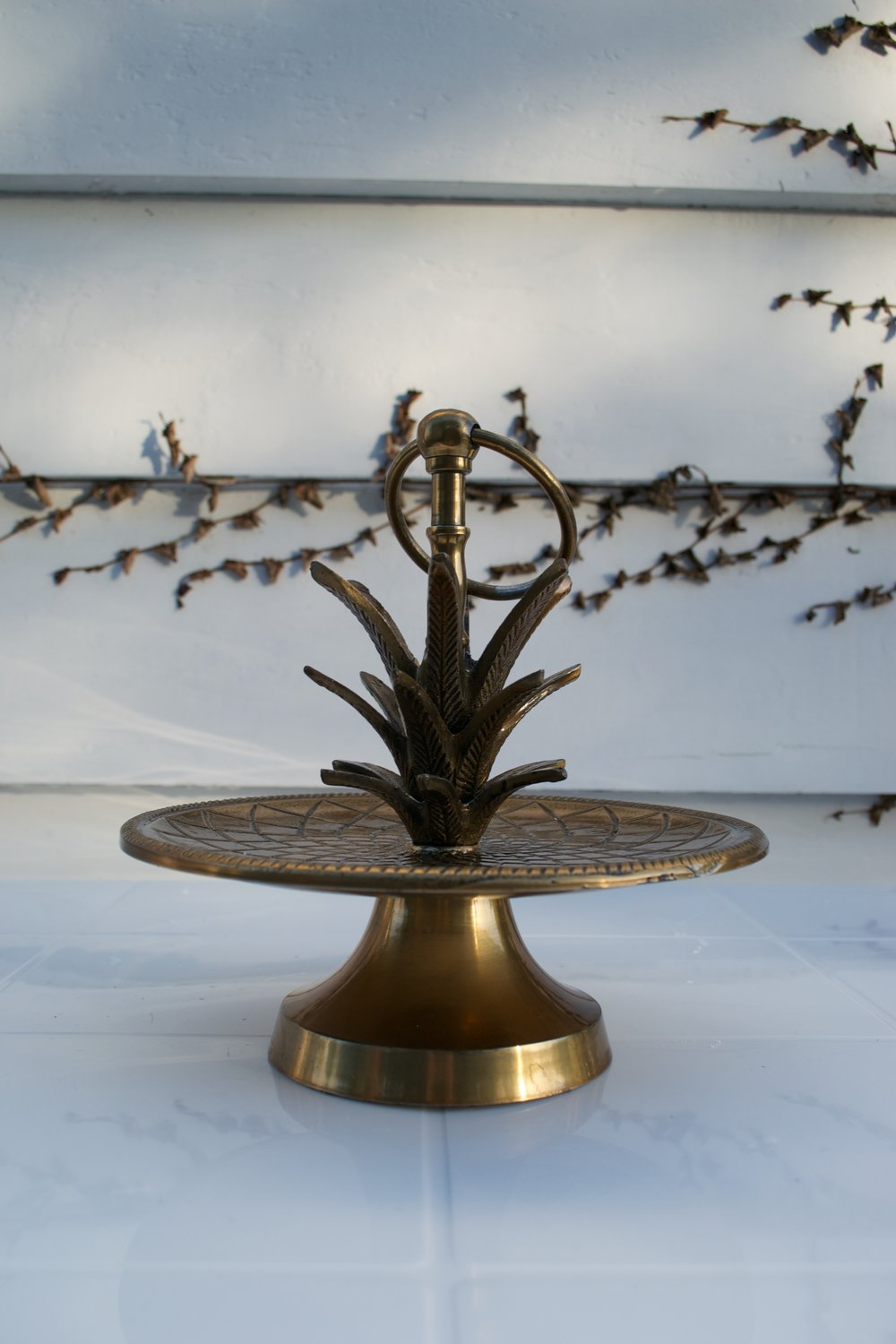 gold cake stand x1 $10