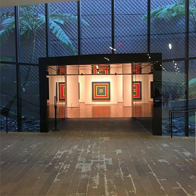 #frankstella @deyoungmuseum . . . #entrance #museum #exploreeverything #exhibition #art #artlover #modernart  #minimal #minimalart #stripe #stripes ##painting #graphicart  #graphic #minimalism #frankstella #stripes #heaven