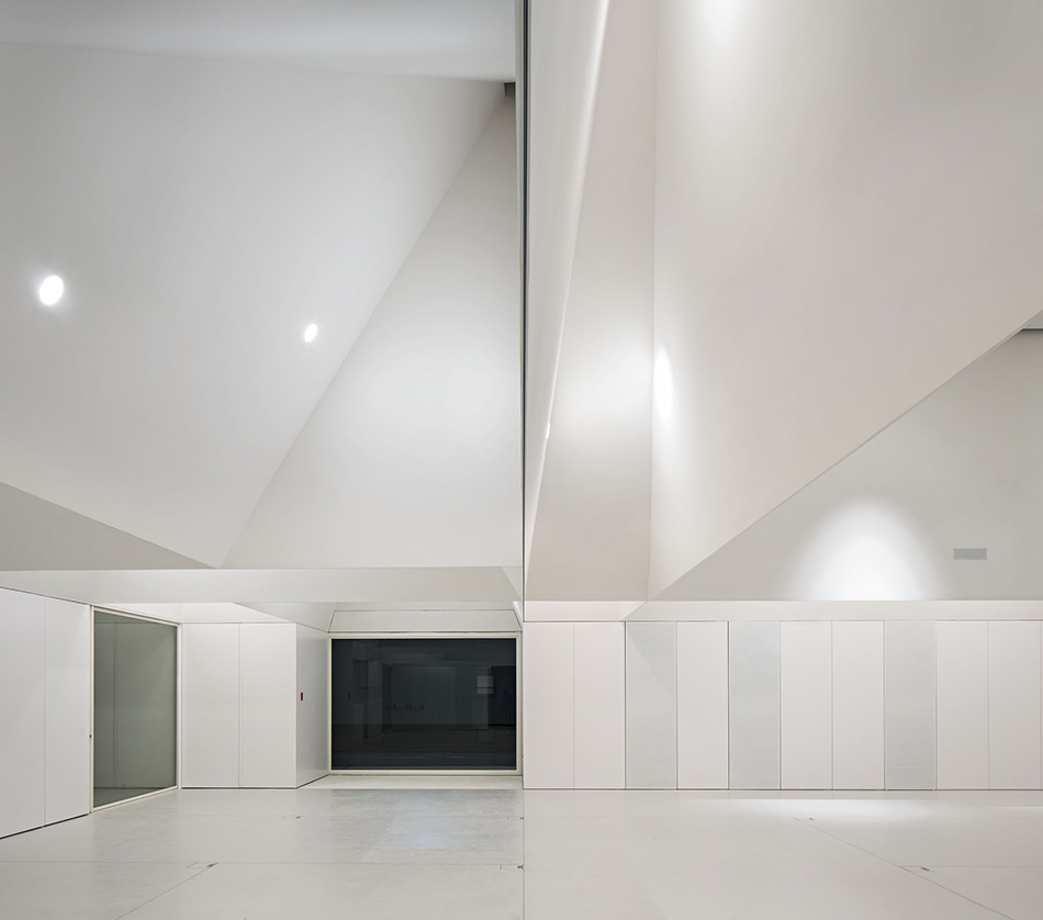 meeting-centre-in-grandola-3.jpg