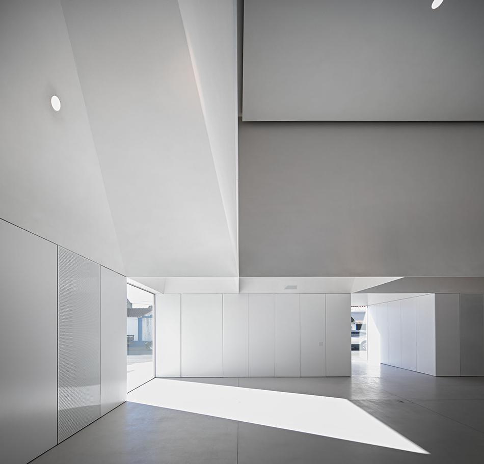 meeting-centre-in-grandola-6.jpg