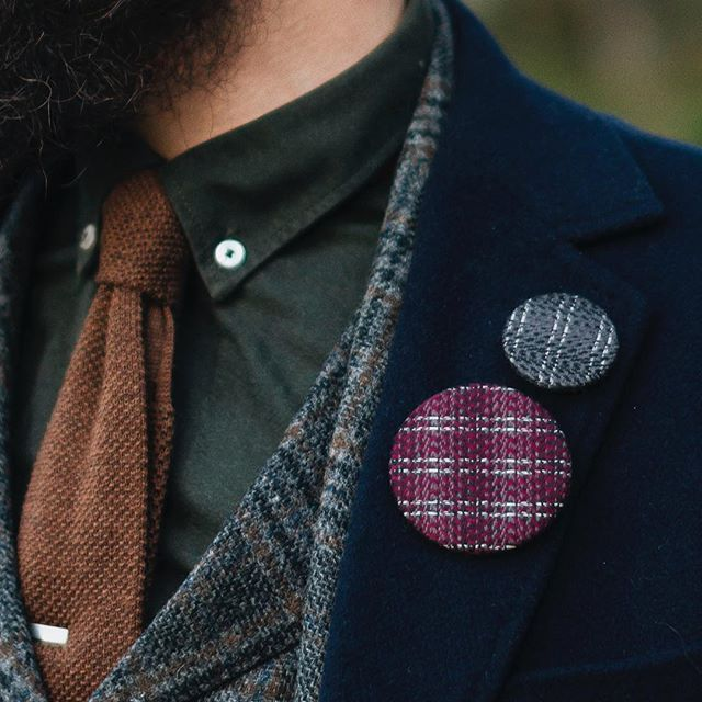 Reflective Tweed Buttons on a dark blue coat. #cofl #coflnorway #reflective #tweed #coat #clak #suit #tie #shirt #beard #bearded #clothes #lapelpin #lapelpins #pin #pinbutton #pinbuttonbadge #badge #tweedgram #tweedlove
