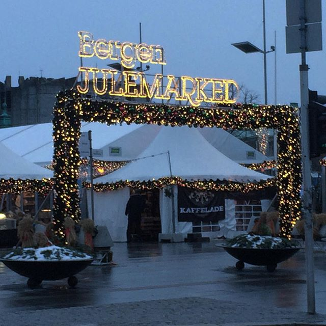 This year you can find our product at Bergen Julemarked! Find the @madeinbergenretail store close by the Christmas Trees! We have all our new Reflective Tweed Button colours and all our old colours :) #bergenjulemarked #bergen #norge #julemarked #reflective #tweed #buttons #cofl #conductoroflight #product #accessories