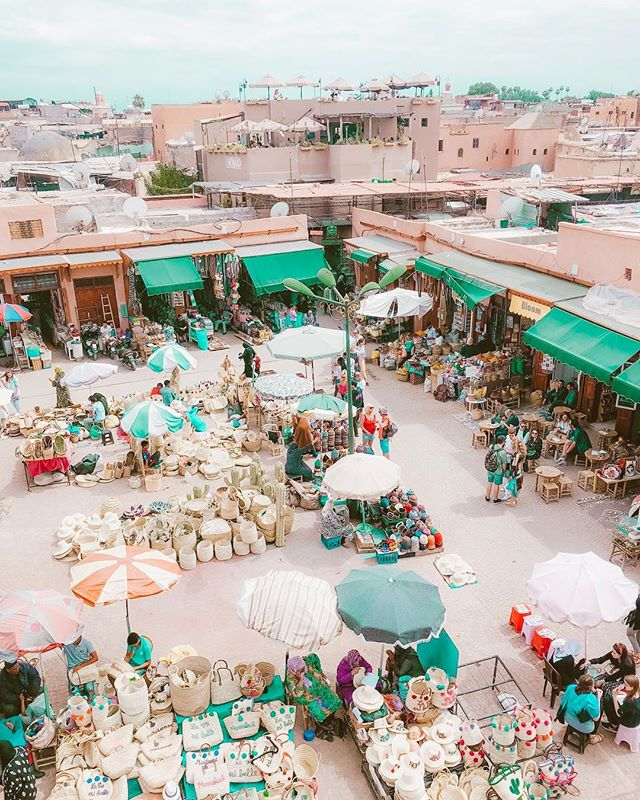 I super regret that I didn't bring back all those bags 👜🙈... Because who can have enough bags? Hahaha.. Not me!  #bagaddict #soratravels #marrakech #sorasandoval #summerbags