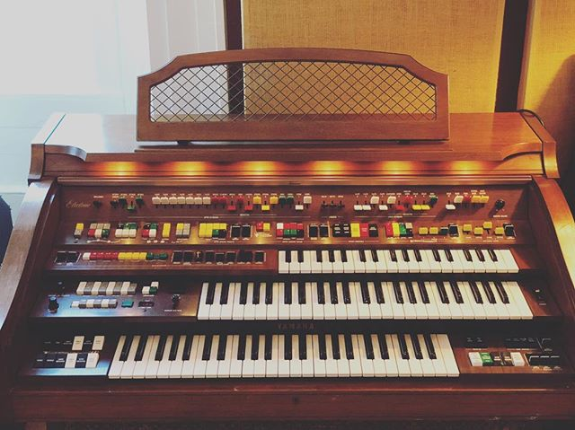 Yamaha Electone now in the Stone House thanks to our friends in @inthevalleybelow ! This thing sounds incredible! #electone