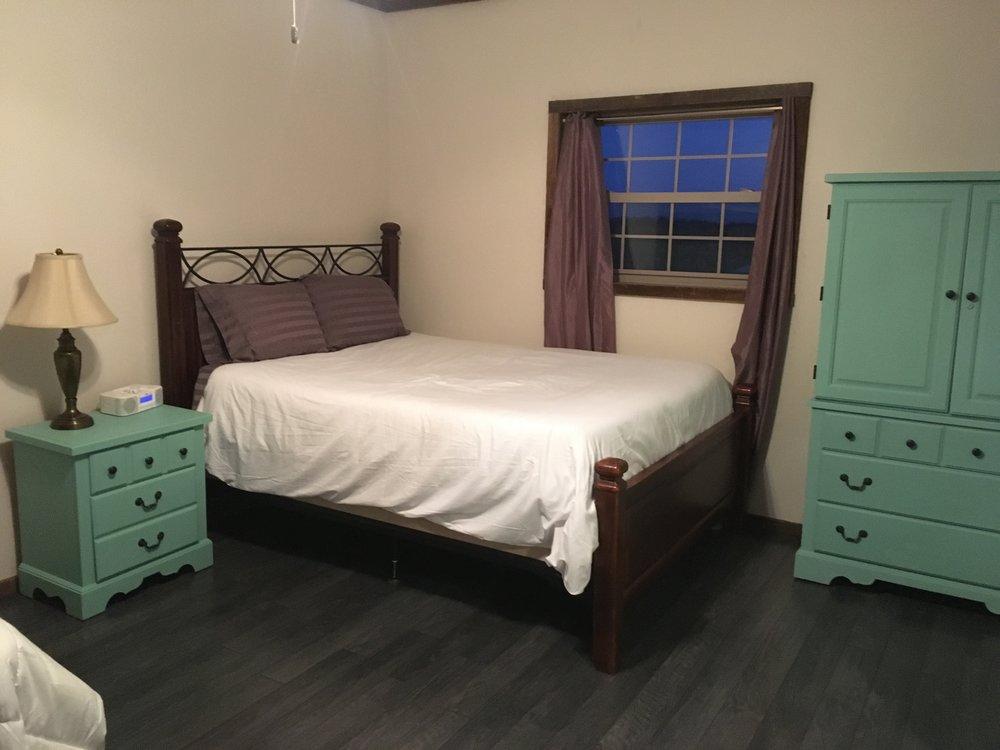Bunk room Queen.jpg