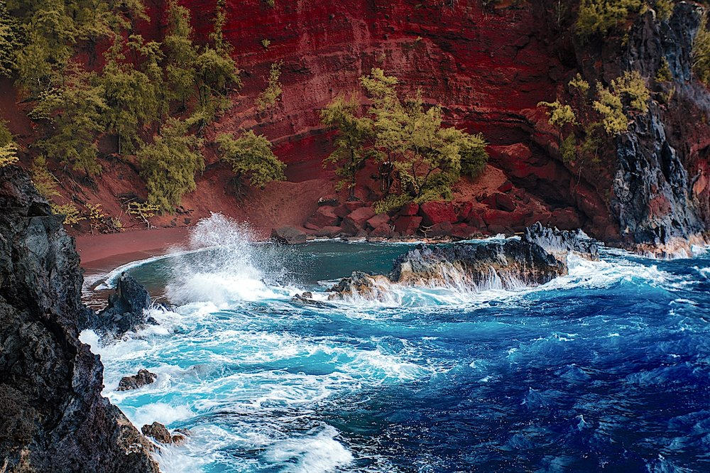 red-sand-beach-hana-maui-tours