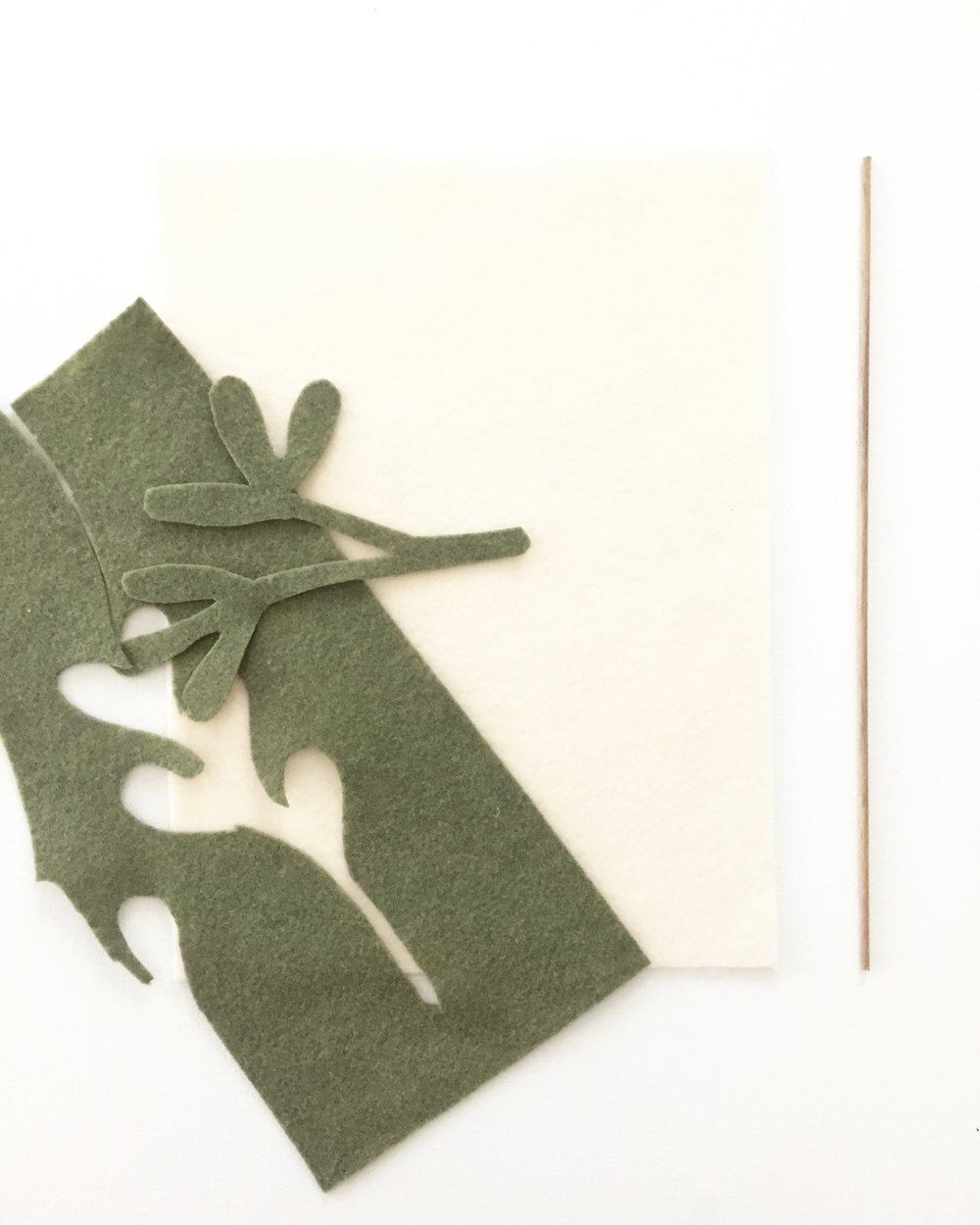 DIY Mistletoe Pennant 6