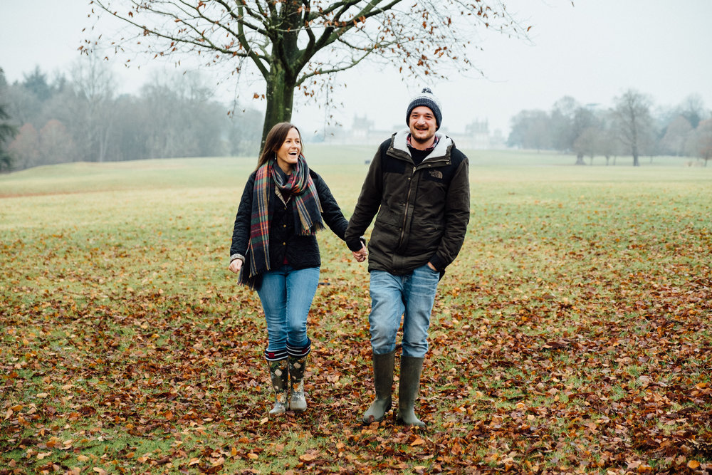 An engagement shoot photo at Blenheim Palace.