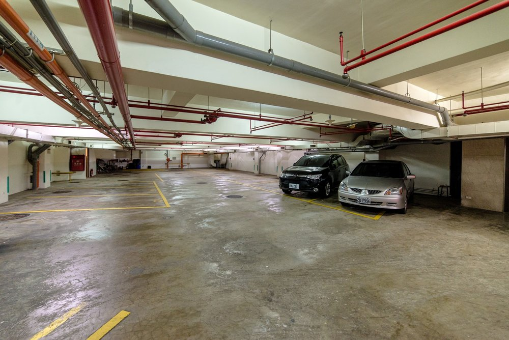 地下停車場 -