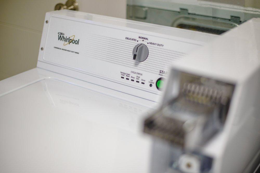 コインランドリー - $50 to wash and $50 to dry