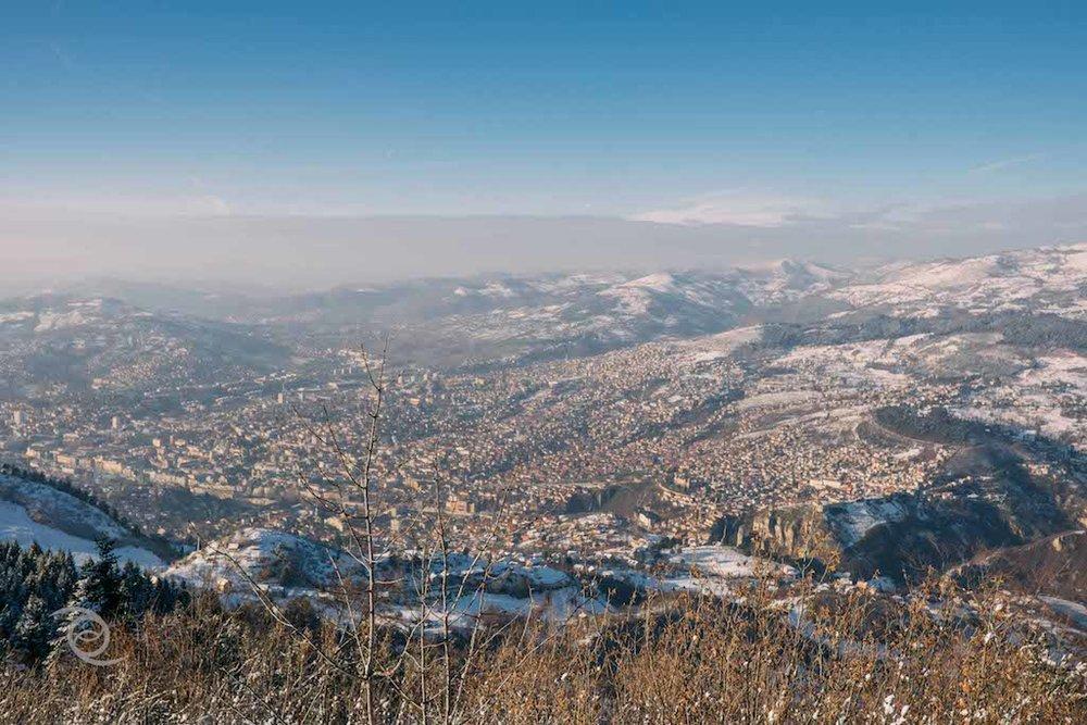 Pemandangan kota Sarajevo dari Mount Trebevic