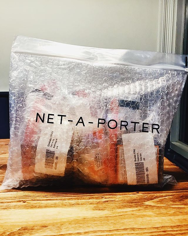 When the beauty package of dreams arrives 😍 Also is anyone else obsessed with bubble packaging? I fully blame Glossier for making bubble packaging cool again #netaporter #beauty #haul #newin #bblogger #blogger #vscocam