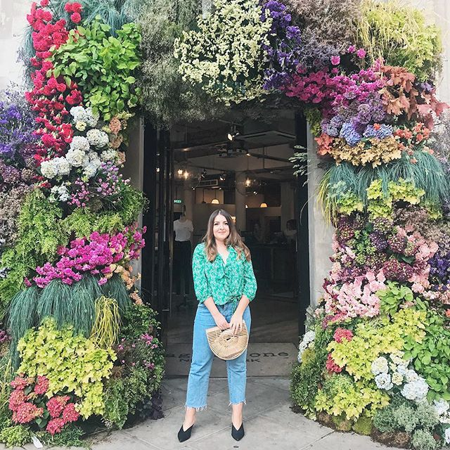 What a bloomin good Monday 🌸 Loved seeing all of the beautiful flower displays in Chelsea #chelsea #london #bblogger #blogger #vscocam #sloanesquare #fashion #rixolondon #rixo #cultgaia #drdenim #andotherstories
